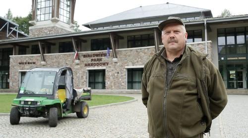 jd gator te 1 Po Puszczy Białowieskiej elektrycznym John Deere.