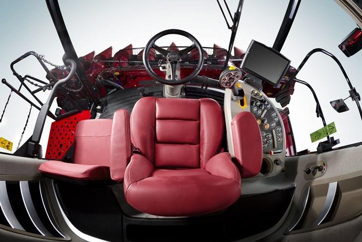 Case IH Axial Flow 8240 kombajny 2016 kabina Kombajny Case IH serii 240   kolejne udoskonalenia w modelach na rok 2016