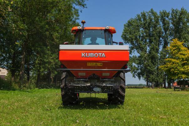 Kubota rozsiewacz Kubota   premiera maszyn uprawowych w Kielcach