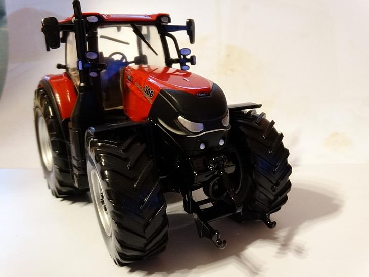 Case IH 300 CVX model Britains 32 Case IH Optum 300 CVX – Traktor Roku 2017 w skali 1:32
